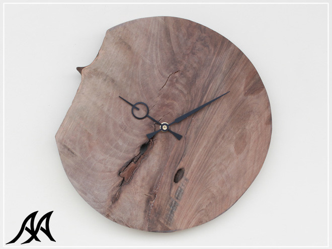 01 Orologio da parete in massello di noce