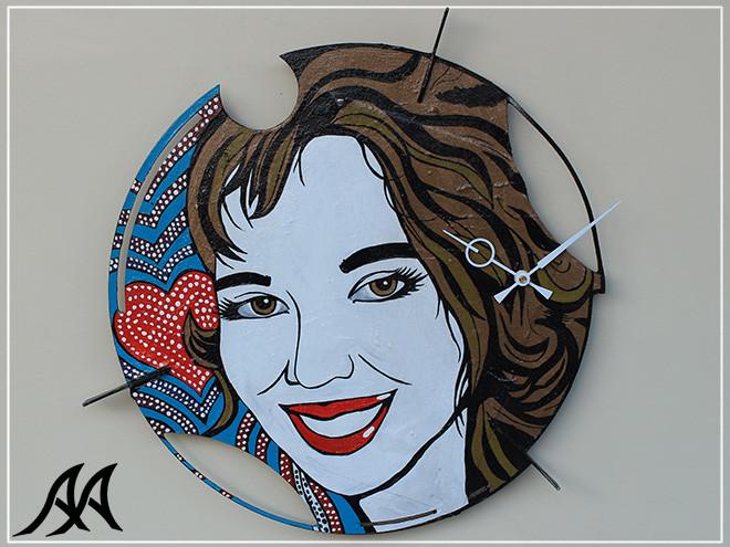 01 Orologio da parete con ritratto